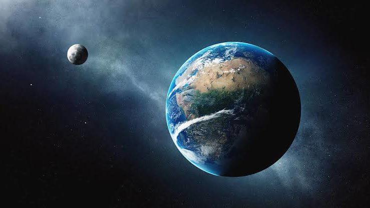 Місяць це природній супутник Землі