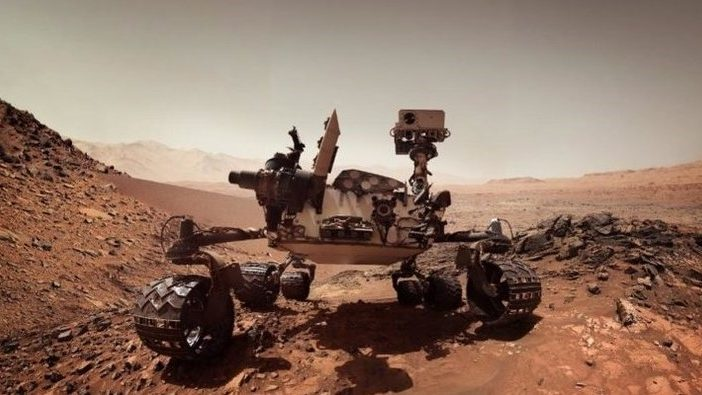 Curiosity Mars rover takes stunning selfie during record climb