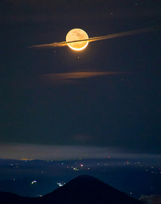 The Magnificent Photo of the Moon That Almost Looks Like Saturn - Somag News